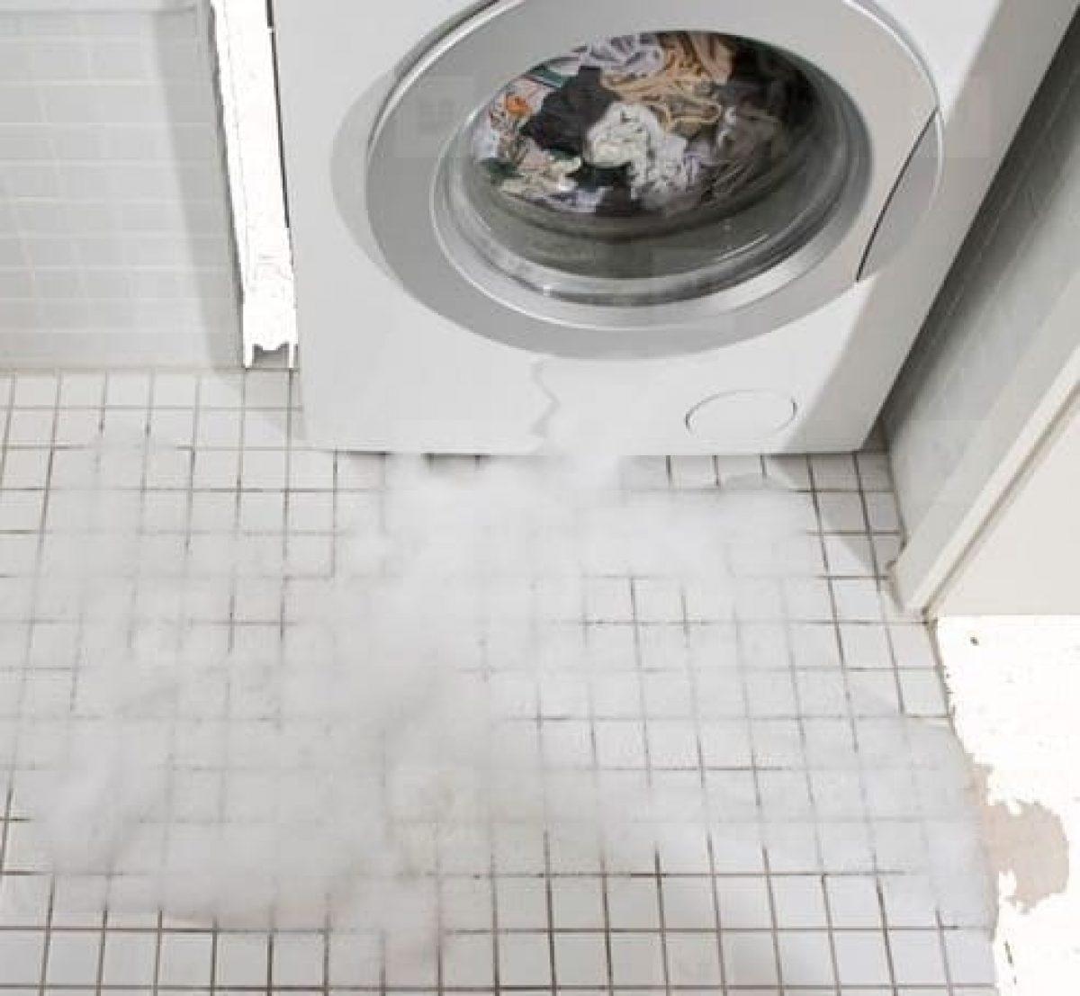 потекла стиральная машина