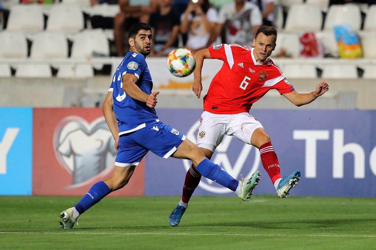 Кусулос и Черышев в отборочном матче Евро 2020