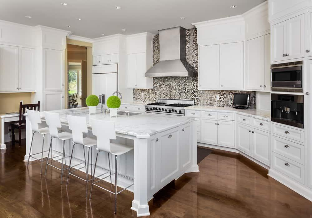 contrast colors in kitchen