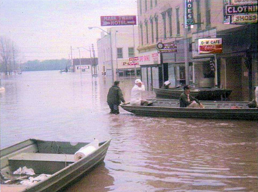 Hannibal Flood 1951 on Main St.png