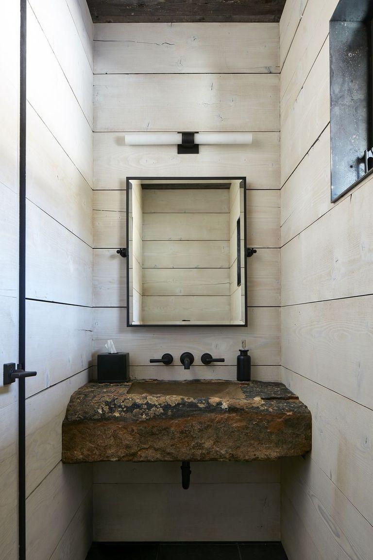 Inspirasi desain kamar mandi unik dengan material alami - source: hgtv.com