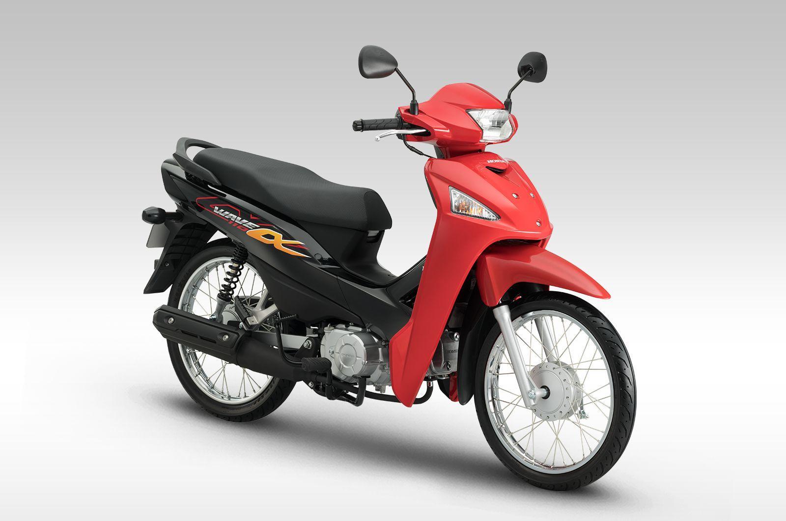 Ảnh có chứa xe máy, con đường, màu đỏ, đậu xe Mô tả được tạo tự động