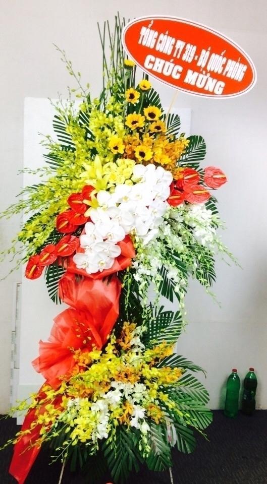 Ảnh có chứa cây, tường, hoa, bó hoa  Mô tả được tạo tự động