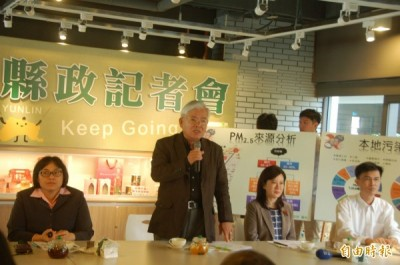 雲林縣長李進勇(左2)宣示109年前減少pm2.5污染源23%。(記者林國賢攝)