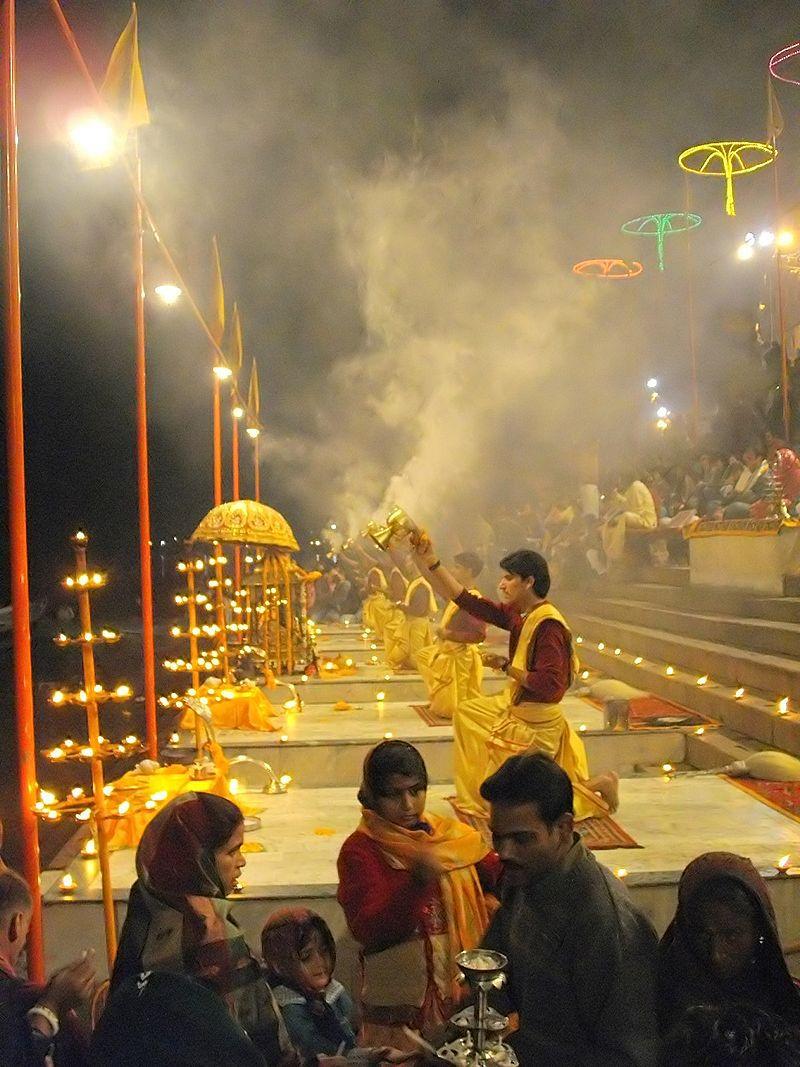 800px-Ganga_Aarti_at_Varanasi_ghats.jpg