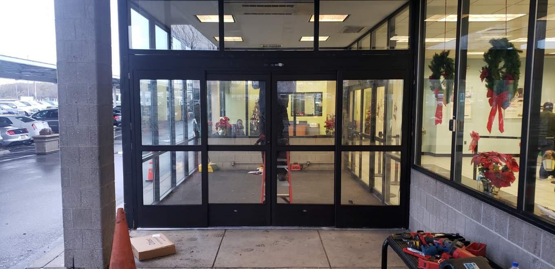 Các loại cửa tự động cần được sửa chữa chuyên môn