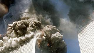 ریزش برج شمالی مرکز تجارت جهانی در نیویورک در پی حملات ۱۱ سپتامبر