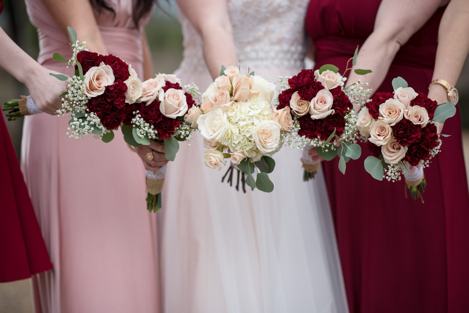 bouquets of flowers for bride and bridesmaids