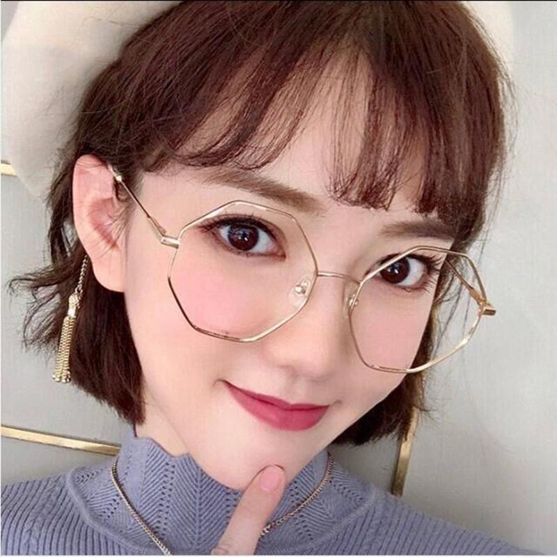 """Top những mẫu gọng kính cận dễ thương giúp """"thăng hạng"""" nhan sắc"""