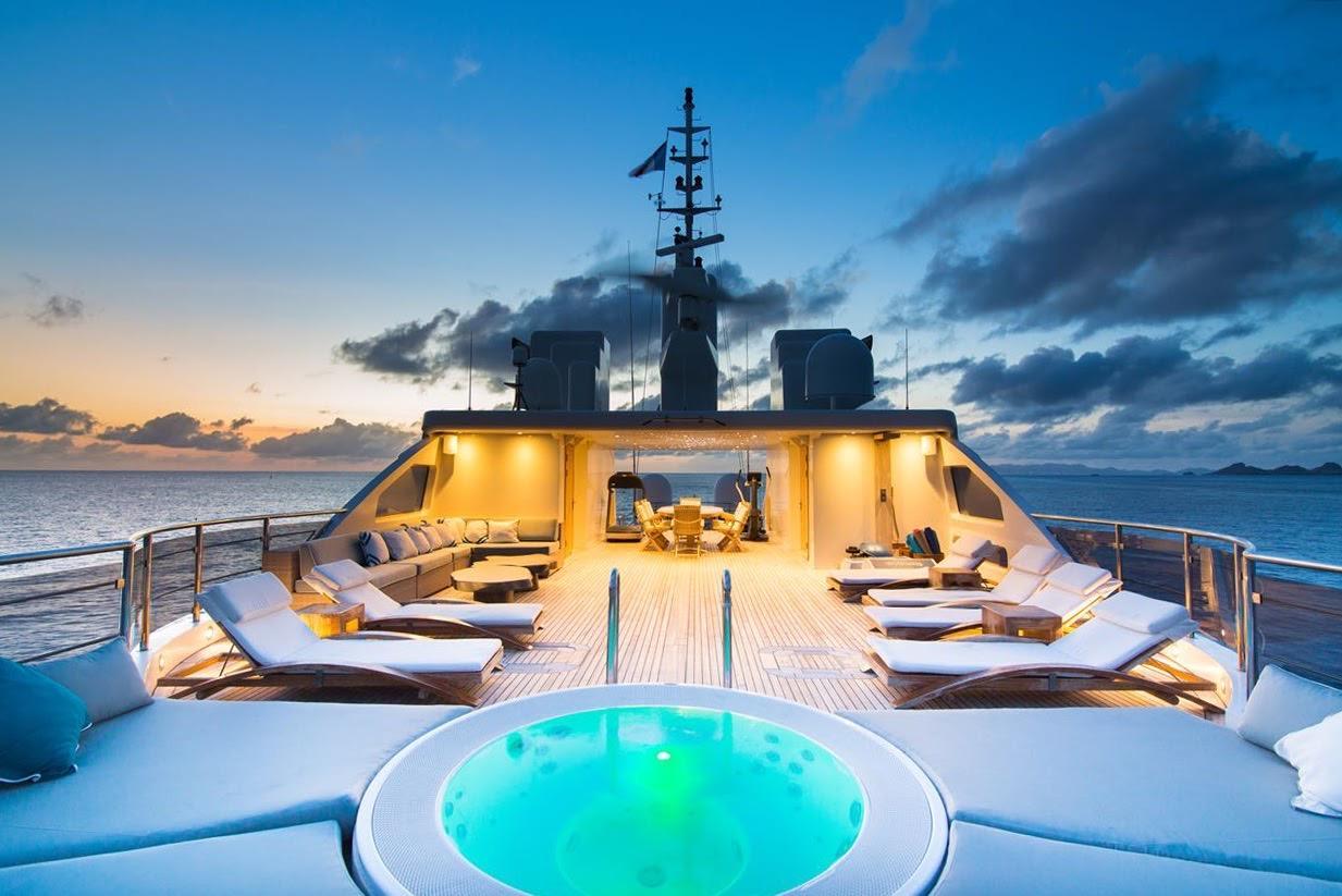 Ein Bild, das Himmel, Wasser, draußen, Boot enthält.  Automatisch generierte Beschreibung