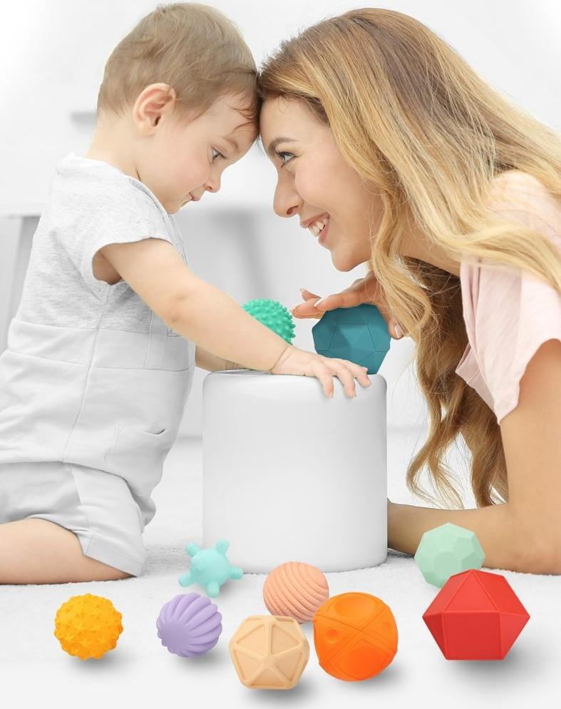 balles sensorielles montessori jeu premier âge activité maman bébé parent enfant balles texturées