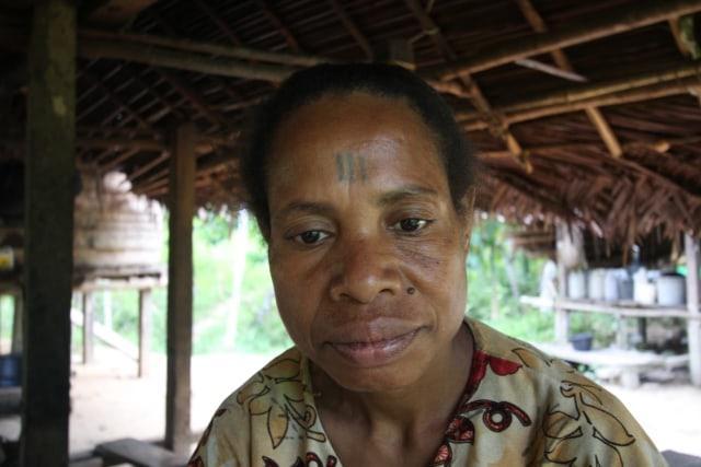 Tato Jadi Lambang Kecantikan Perempuan Adat di Papua - kumparan.com