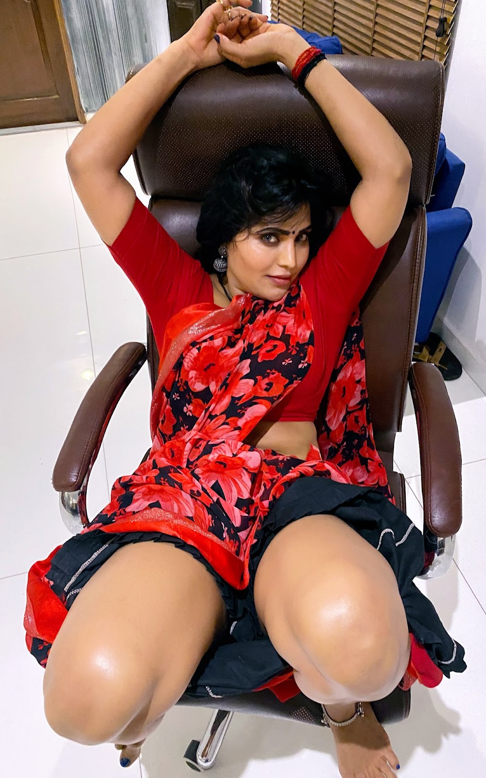 RGV NAKED MOVIE HEROINE ACTRESS SWEETY IN RED HOT SAREE