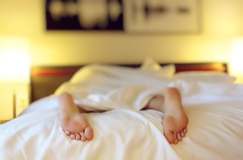 脫襪子睡覺