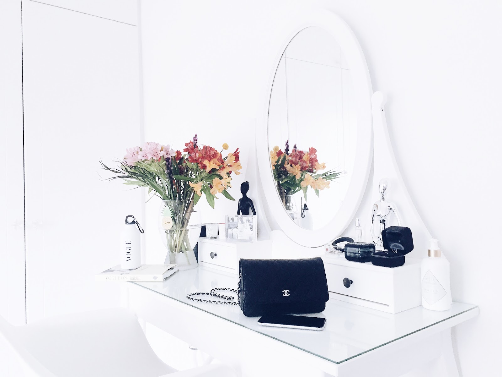 Dressing Table - 9 Essentials for the perfect Vanity