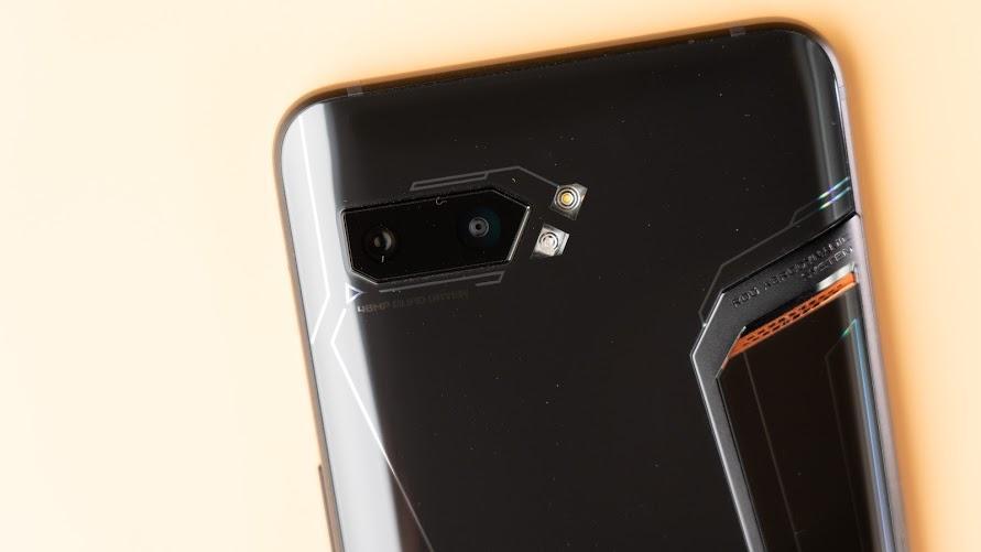 ASUS ROG Phone 2 電競手機!教你如何達到最佳遊戲體驗|PS4 手把配對、120Hz 更新率、高通S855+、遊戲手機推薦、Kunai 遊戲手把、側邊充電 - 8