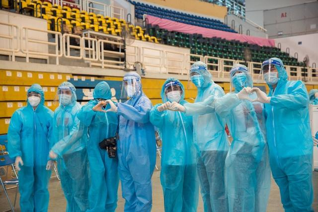 Hoa hậu H'Hen Niê cùng nhiều nghệ sĩ tham gia tình nguyện chống COVID-19 ở  TP.HCM   Báo Dân tộc và Phát triển