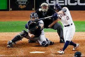 Imagen que contiene béisbol, hierba, persona, exterior  Descripción generada automáticamente