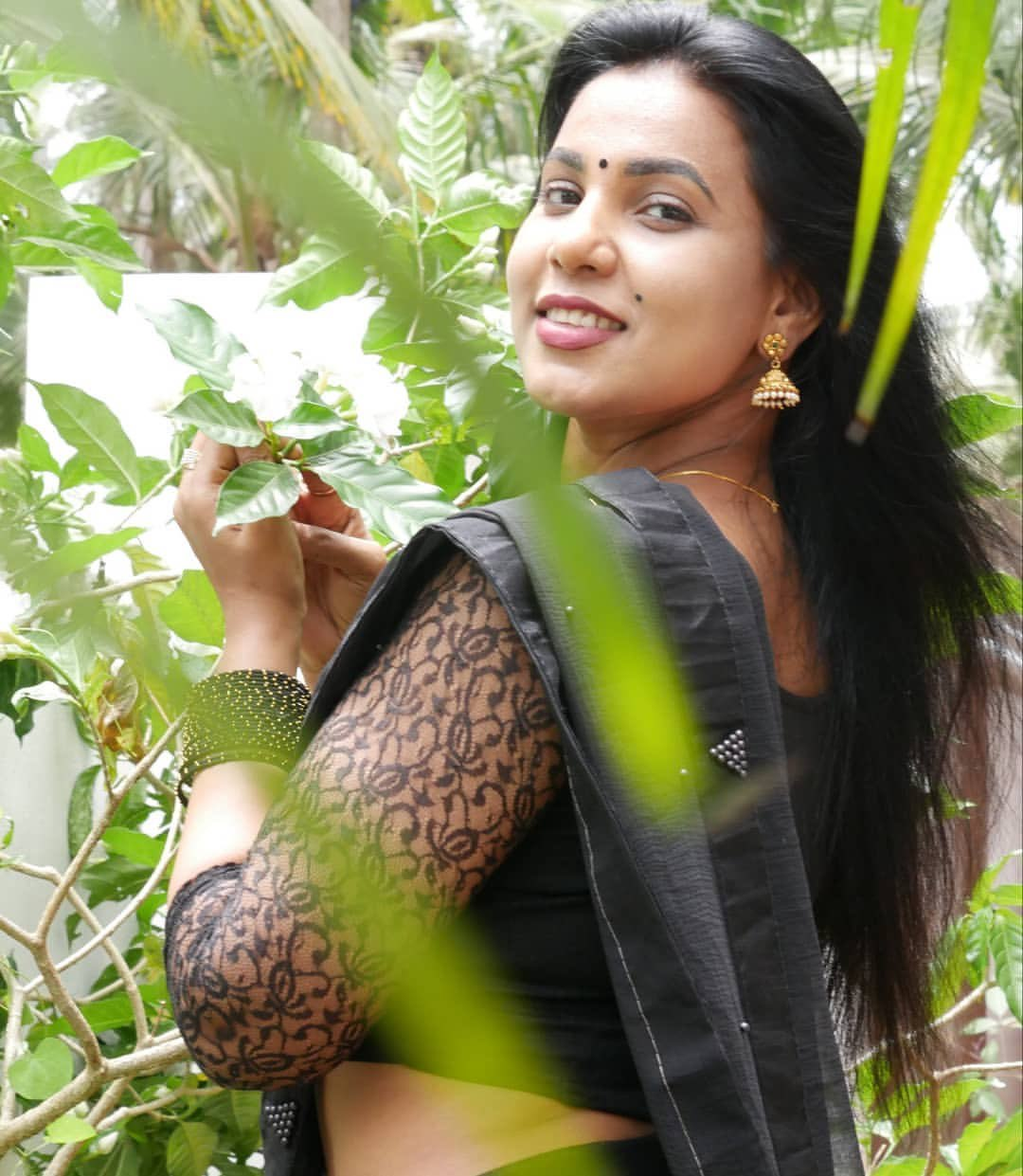 Instagram South Indian model Shanaya Shannu black saree photos Navel Queens