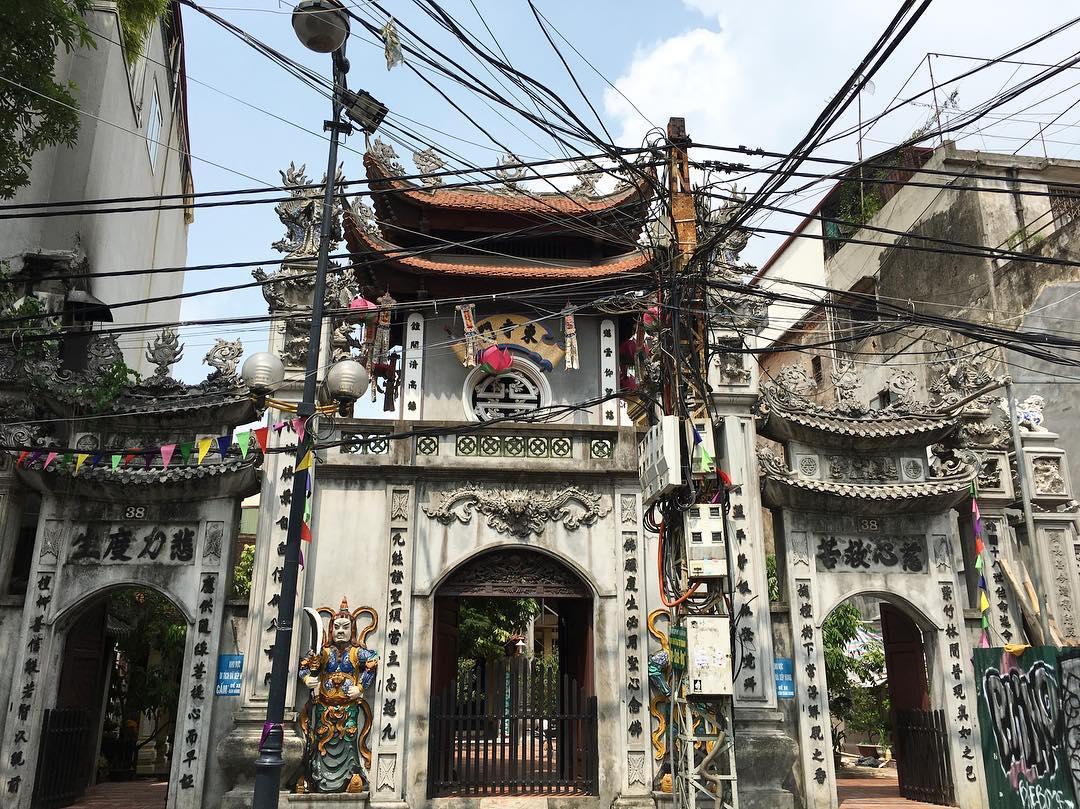 Chùa cầu Đông Hà Nội là một trong những địa điểm cầu tài lộc, giúp công việc làm ăn gặp nhiều may mắn.