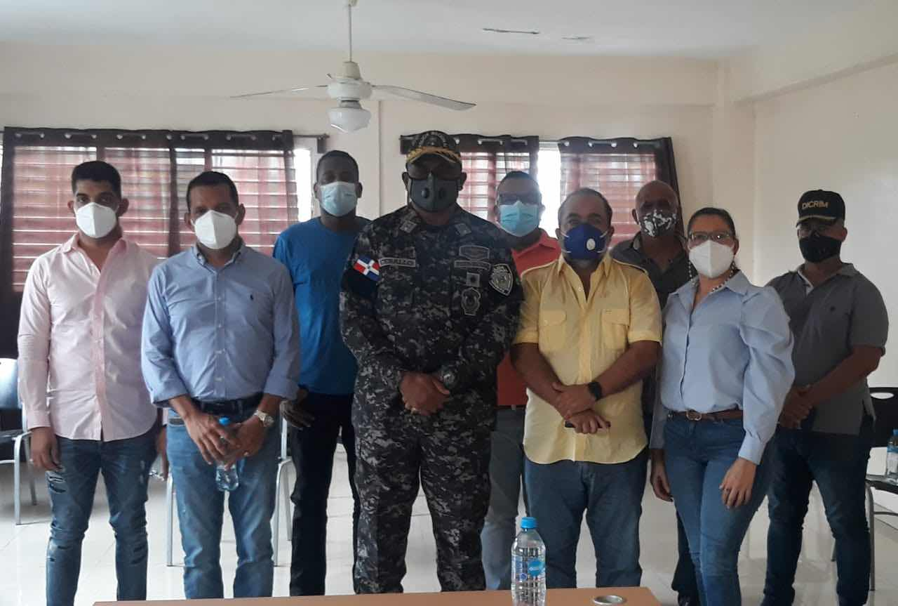Asociación de comerciantes e importadores de villa consuelo realiza encuentro  con el general josé antonio ceballos  director policial  del z 45.