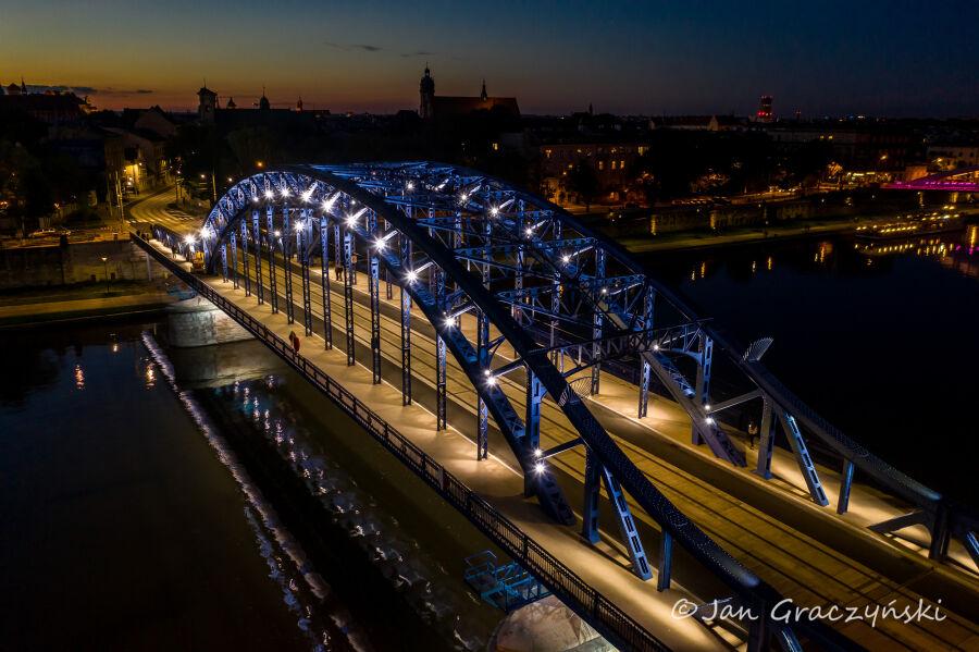 Most Piłsudskiego zyskał iluminację - Magiczny Kraków