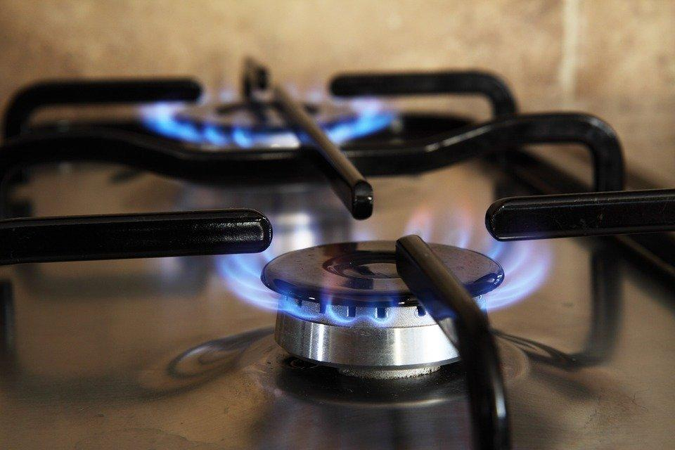 Stove with gas lights running