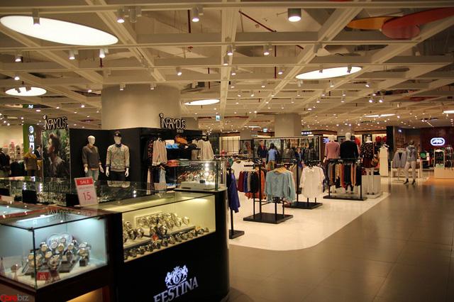 mua sắm tại Sài Gòn. Tại trung tâm thương mại 81 tầng