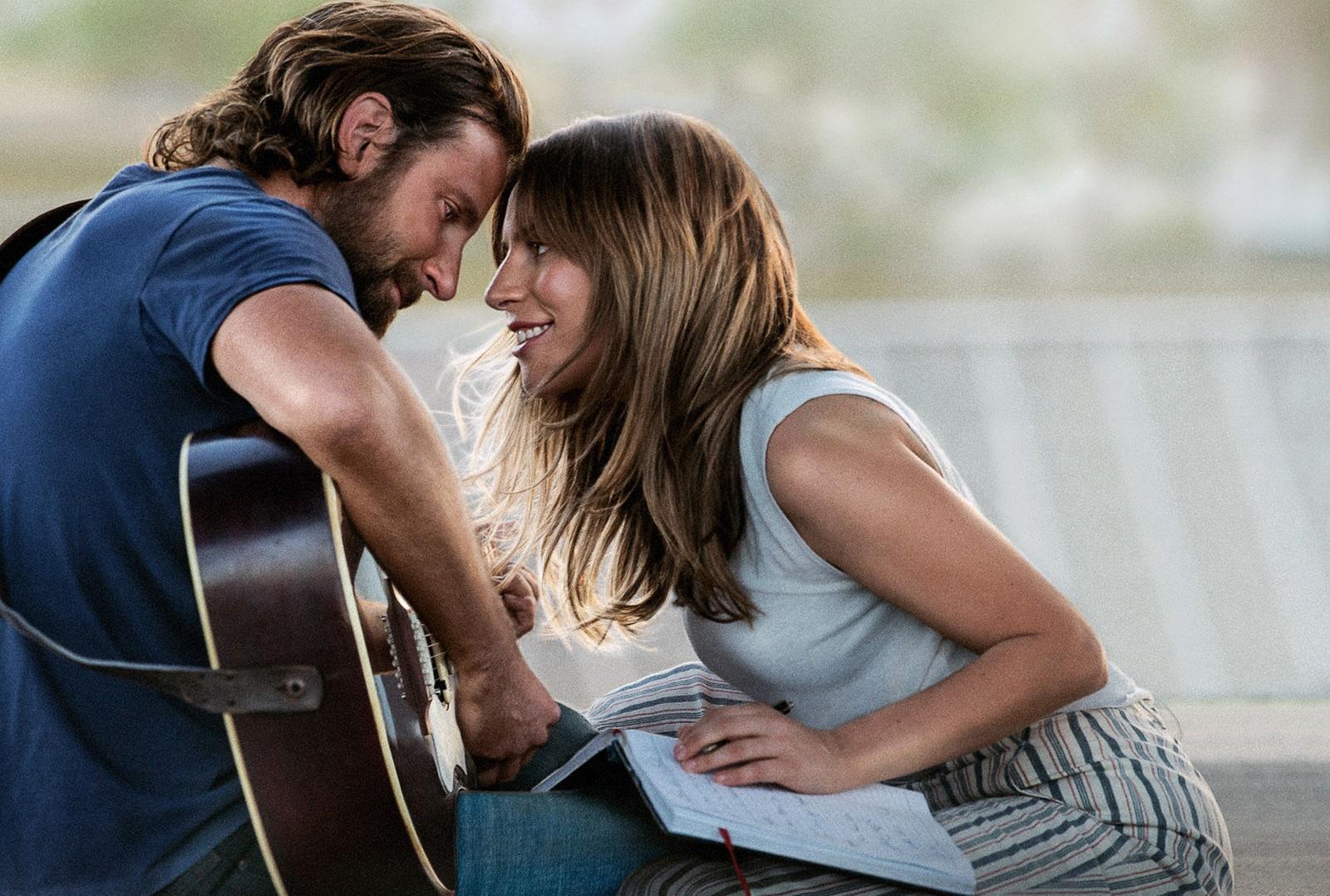 Com direção e atuação de Bradley Cooper e protagonizado por Lady Gaga, o  longa conta a história do casal Ally e Jackson Maine. A jovem cantora  ascende ao ... 3be1d6139c