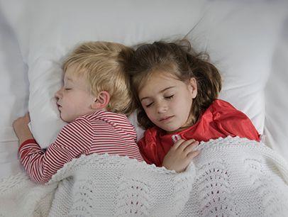 Πόσο πρέπει να κοιμούνται παιδιά και έφηβοι; - Ειδήσεις - νέα - Το ...