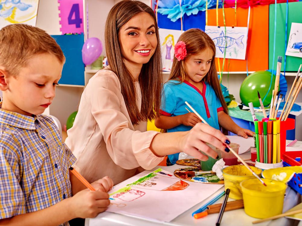 Eventos de arte e cultura são ótimas formas de trazer os pais para dentro da escola. (Fonte: Poznyakov/Shutterstock)