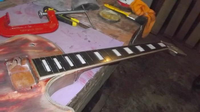 Construção inspirada Les Paul Custom, meu 1º projeto com braço colado (finalizado e com áudio) - Página 5 JutAsOvhprHcSnxu6nnKymg3mo6cJV2wCAWlmr6opgc=w702-h395-no