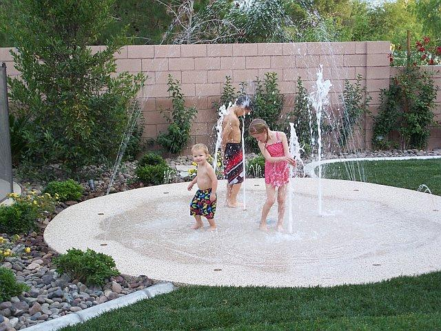 https://cdn.homedit.com/wp-content/uploads/2014/07/splashpad-design.jpg