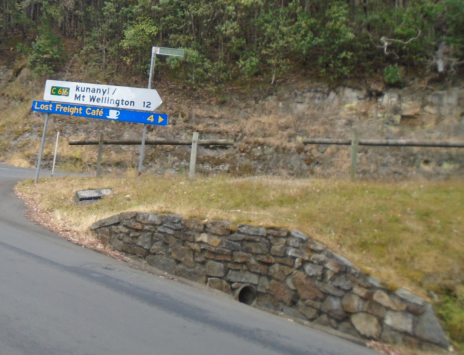 Climbing Mt. Wellington by bike - roadway sign