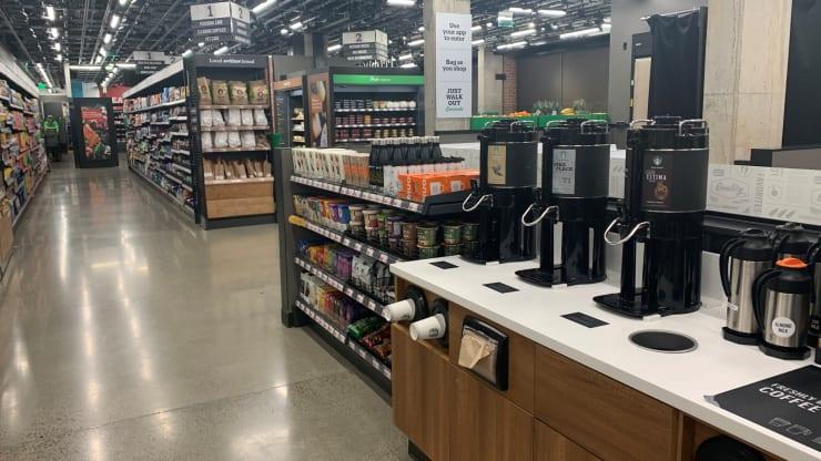 Amazon inaugura su primera tienda sin cajeros 2