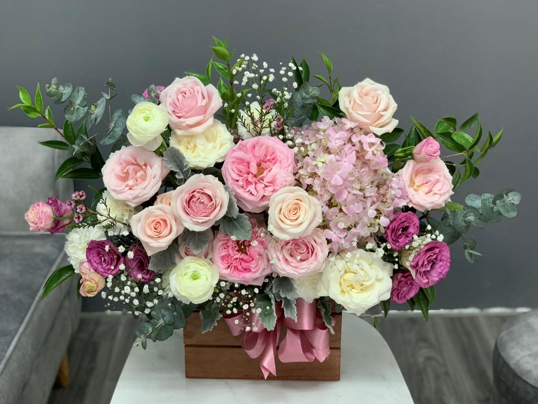 Ảnh có chứa cây, hoa, bó hoa, tường  Mô tả được tạo tự động