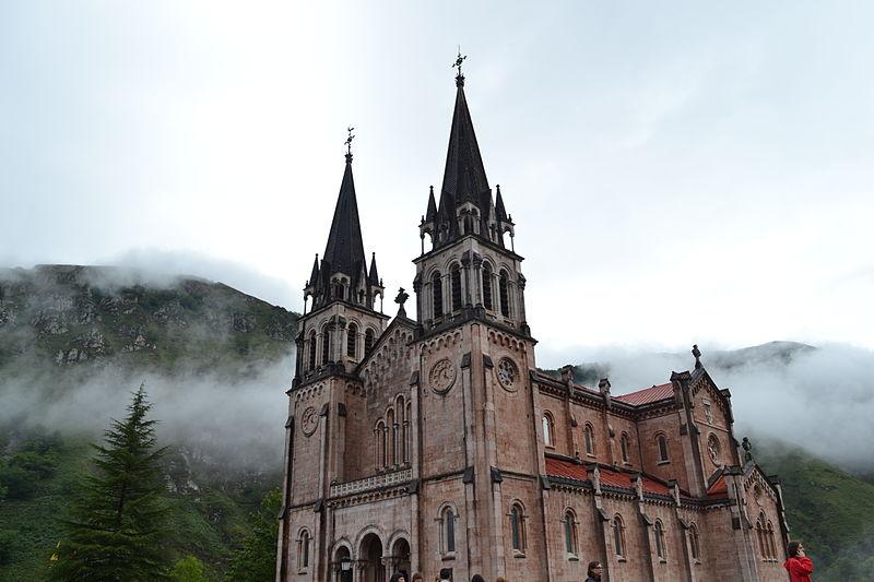 File:Basilica de Covadonga.JPG