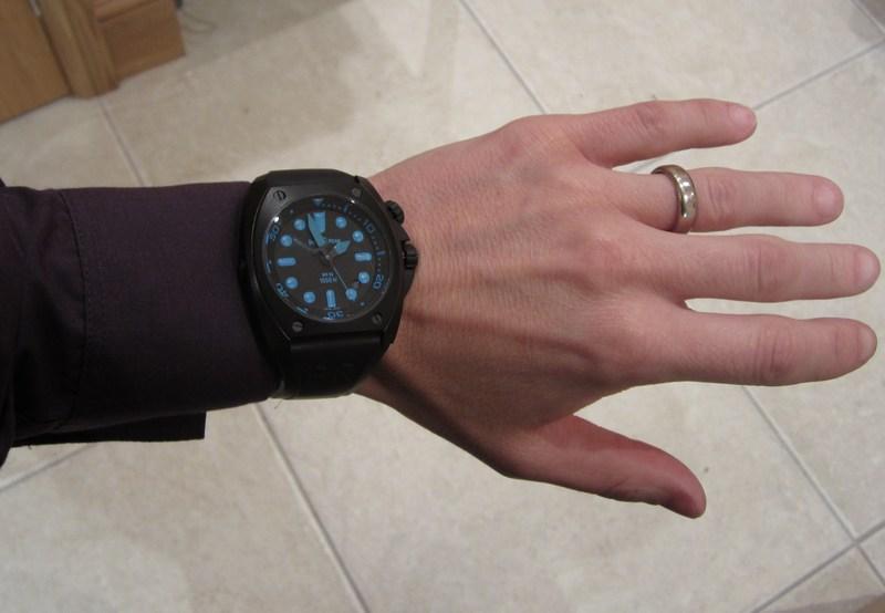 http://img508.imageshack.us/img508/6162/bluewristshirt.jpg