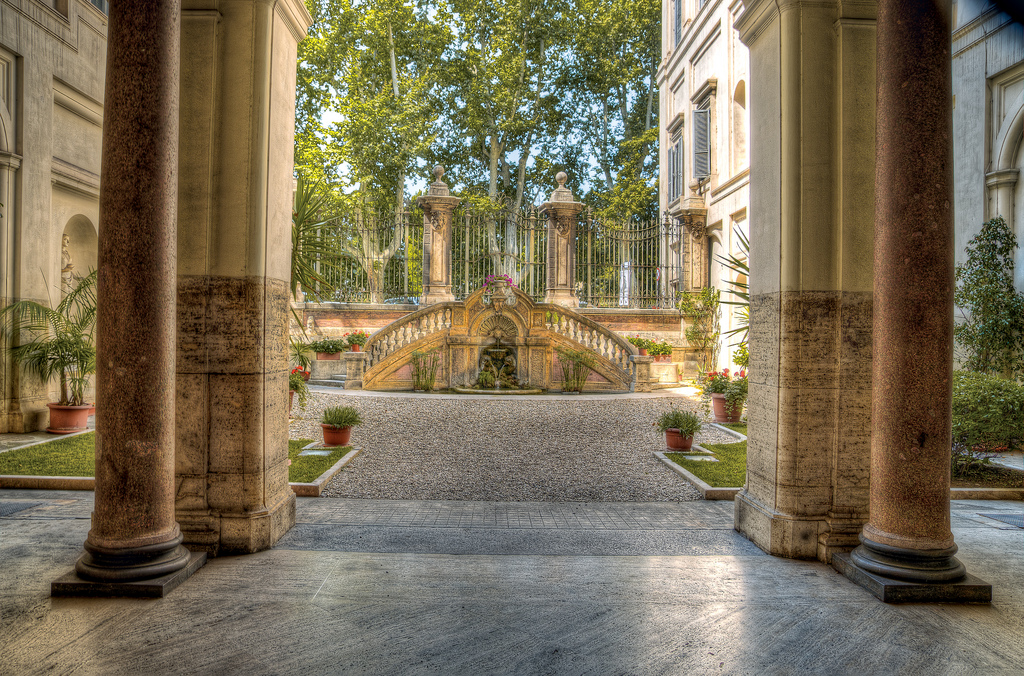 Courtyard, Palazzo Falconieri.jpg