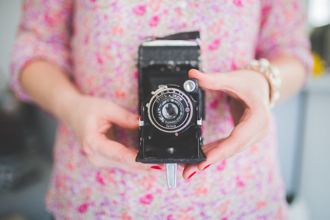 hands-woman-camera-girl.jpg