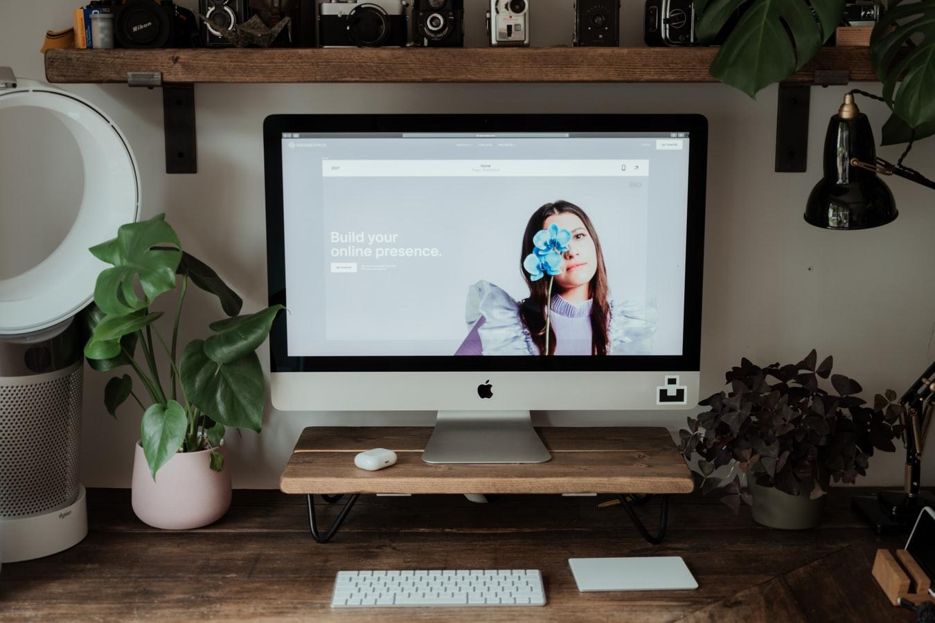 atur kecerahan layar monitor saat kuliah daring