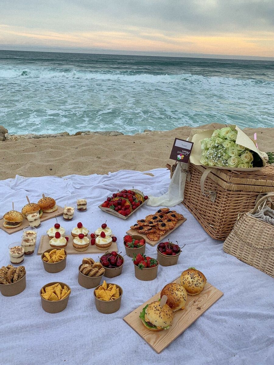 DESSERTS AND CHIPS BY THE BEACH SUNSET