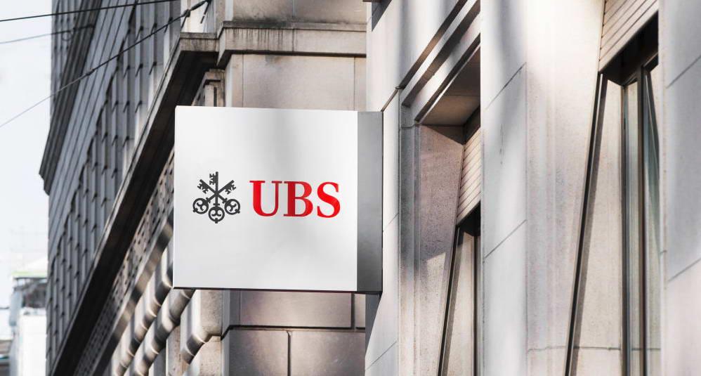 Logo pada gedung kantor UBS Sekuritas