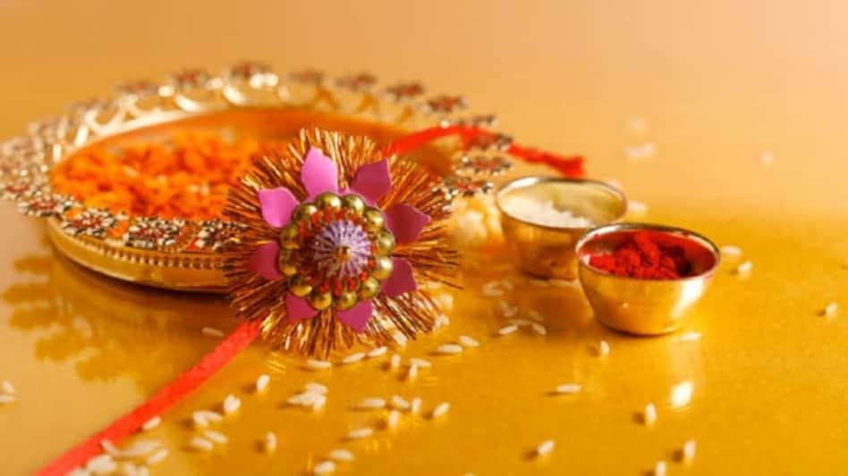 Raksha Bandhan 2020: कब है रक्षाबंधन? जानें राखी बांधने का शुभ मुहूर्त -  rakhi or raksha bandhan 2020 date shubh muhurt purnima tlifd - AajTak