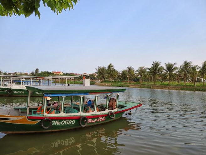 Sông Hoài chảy qua phố Cổ  lang thang