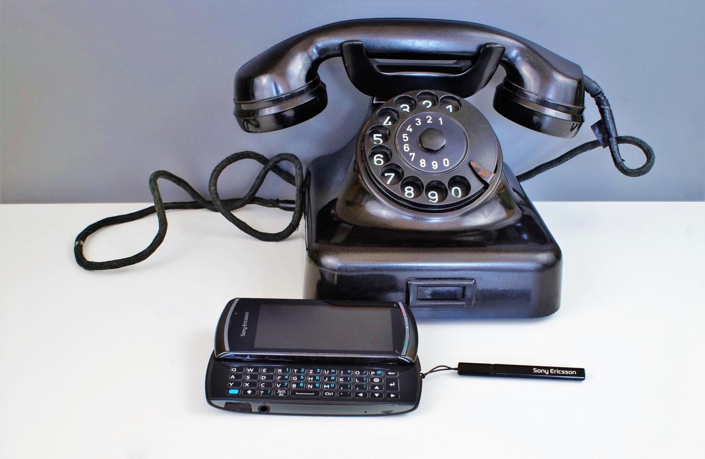 keyboard-technology-old-phone-office-telephone-1383219-pxhere.com.jpg