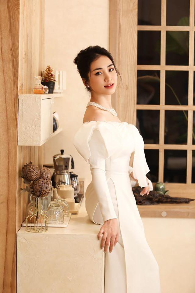 Hòa Minzy khoe vẻ đẹp nền nã khi diện áo dài cách tân  - ảnh 4