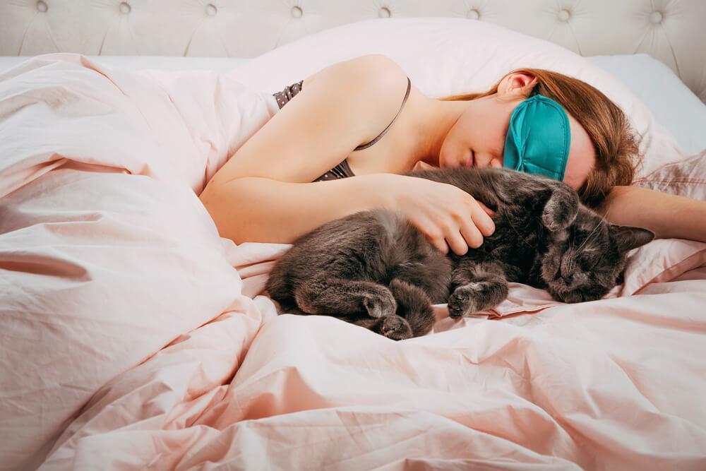 8 verrassende manieren waarop katten tonen dat ze van je houden
