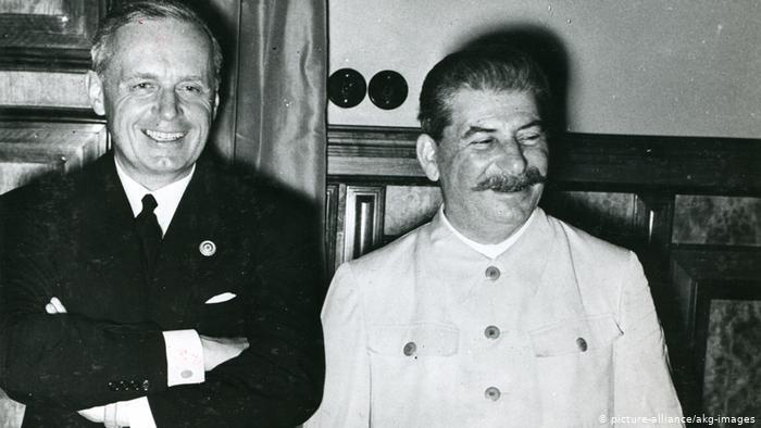 Сталин и министр иностранных дел Германии фон Риббентроп в Москве, после подписания договора о ненападении и секретного протокола о разделе Европы