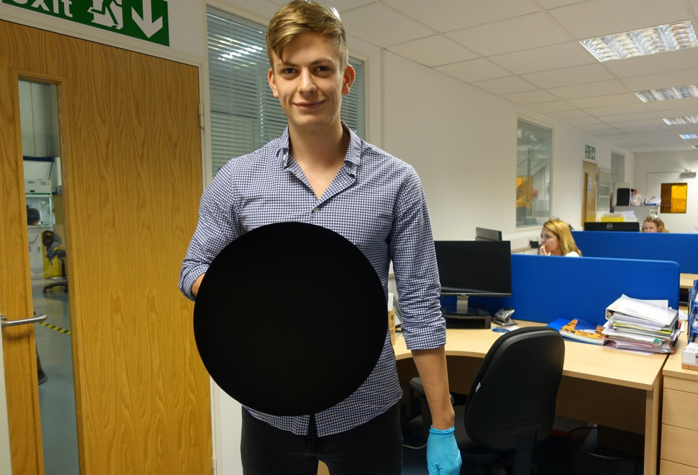 """Meet Vantablack, One of the """"Blackest"""" Materials Created By Humans. 3"""